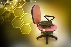 Καπέλο βαθμολόγησης στην καρέκλα γραφείων Στοκ εικόνες με δικαίωμα ελεύθερης χρήσης
