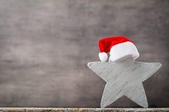 Καπέλο santa αστεριών Χριστουγέννων Πρότυπο Χριστουγέννων Υπόβαθρο Στοκ φωτογραφίες με δικαίωμα ελεύθερης χρήσης