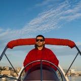 Καπετάνιος σε μια λαστιχένια βάρκα στοκ φωτογραφία με δικαίωμα ελεύθερης χρήσης