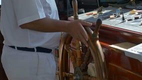 Καπετάνιος Steering στο σκάφος απόθεμα βίντεο