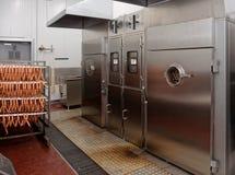 Καπνίζοντας αίθουσες στο εργοστάσιο επεξεργασίας τροφίμων Στοκ φωτογραφίες με δικαίωμα ελεύθερης χρήσης