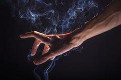 Καπνίζοντας βραχίονας Στοκ Φωτογραφία