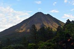 Καπνίζοντας ηφαίστειο Arenal στη Κόστα Ρίκα Στοκ Εικόνες