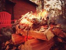 Καπνίζοντας πυρκαγιά στοκ φωτογραφίες με δικαίωμα ελεύθερης χρήσης