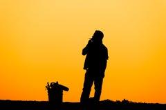 Καπνίζοντας σκιαγραφία ατόμων Στοκ εικόνα με δικαίωμα ελεύθερης χρήσης
