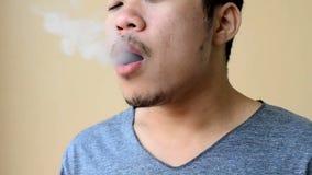 Καπνίζοντας τσιγάρο ατόμων φιλμ μικρού μήκους