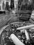 Καπνίζοντας τσιγάρο Στοκ φωτογραφίες με δικαίωμα ελεύθερης χρήσης