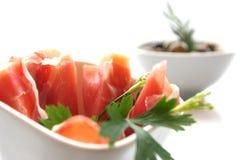 Καπνισμένα ορεκτικά κρέατος και ελιών Στοκ εικόνα με δικαίωμα ελεύθερης χρήσης