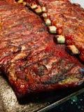 Καπνισμένα πλευρά χοιρινού κρέατος μωρών πίσω στοκ φωτογραφίες