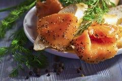 Καπνισμένος σολομός με το ψωμί Στοκ Εικόνες