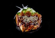 Καπνισμένο sashimi χελιών πέρα από το μαύρο υπόβαθρο Στοκ εικόνες με δικαίωμα ελεύθερης χρήσης