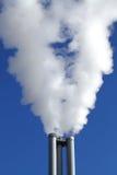 Καπνοδόχοι ενός θερμικού σταθμού παραγωγής ηλεκτρικού ρεύματος στοκ εικόνες