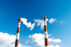 Καπνοδόχοι εργοστασίων. Στοκ εικόνα με δικαίωμα ελεύθερης χρήσης