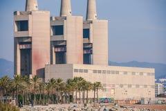 Καπνοδόχος τρία των παλαιών εγκαταστάσεων θερμικής παραγωγής ενέργειας, Βαρκελώνη Στοκ φωτογραφία με δικαίωμα ελεύθερης χρήσης