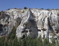 Καπνοδόχοι νεράιδων σε Cappadocia - γεωλογικές πέτρες Στοκ Φωτογραφία