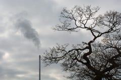 Καπνοδόχος αποτεφρωτήρων αποβλήτων Στοκ φωτογραφία με δικαίωμα ελεύθερης χρήσης