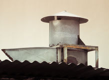 Καπνοδόχος για τον καπνό έξω από την κουζίνα Στοκ εικόνες με δικαίωμα ελεύθερης χρήσης