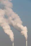 Καπνοδόχος και καπνός Στοκ φωτογραφίες με δικαίωμα ελεύθερης χρήσης
