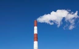 Καπνοδόχος και καπνός Στοκ φωτογραφία με δικαίωμα ελεύθερης χρήσης