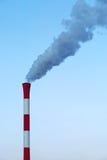 Καπνοδόχος και καπνός Στοκ Φωτογραφία