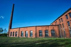 Καπνοδόχος και κτήρια τούβλου που εγκαταλείπονται roundhouse Στοκ φωτογραφία με δικαίωμα ελεύθερης χρήσης