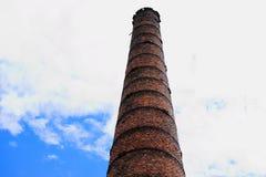 Καπνοδόχος τούβλου του παλαιού σπιτιού λεβήτων Στοκ Φωτογραφία
