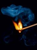 καπνός αντιστοιχιών φλογώ&n Στοκ εικόνα με δικαίωμα ελεύθερης χρήσης