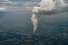 Καπνός από το εργοστάσιο καπνοδόχων, ατμοσφαιρική ρύπανση Στοκ εικόνες με δικαίωμα ελεύθερης χρήσης