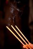 Καπνός από το θυμίαμα καψίματος Στοκ φωτογραφίες με δικαίωμα ελεύθερης χρήσης
