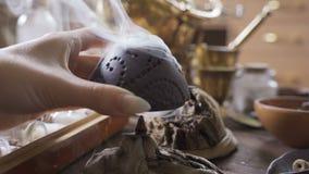 Καπνός από το κάψιμο του αρωματικού καυστήρα θυμιάματος για παραδοσιακό aromatherapy φιλμ μικρού μήκους