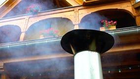Καπνός από το σωλήνα φούρνων σχαρών σε αργή κίνηση απόθεμα βίντεο