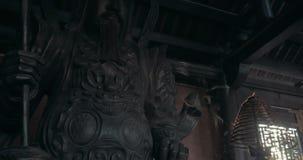 Καπνός θυμιάματος και άγαλμα πολεμιστών Bai Dinh στο ναό, Βιετνάμ απόθεμα βίντεο