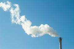 Καπνός και καπνοδόχος Στοκ φωτογραφία με δικαίωμα ελεύθερης χρήσης
