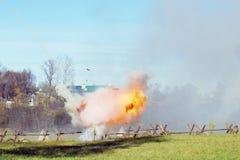 Καπνός και πυρκαγιά στο πεδίο μάχη Στοκ εικόνες με δικαίωμα ελεύθερης χρήσης