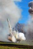 Καπνός και πυρκαγιά στο πεδίο μάχη Στοκ εικόνα με δικαίωμα ελεύθερης χρήσης