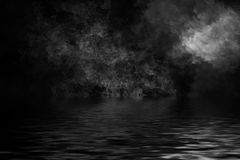 Καπνός με την αντανάκλαση στο νερό Υπόβαθρο επικαλύψεων σύστασης ομίχλης μυστηρίου διανυσματική απεικόνιση
