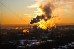 Καπνός πόλεων από την καπνοδόχο των εγκαταστάσεων Στοκ φωτογραφίες με δικαίωμα ελεύθερης χρήσης