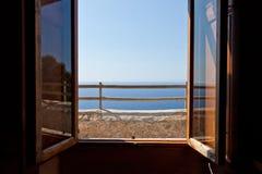 ΚΑΠ de formentor στο παράθυρο στοκ εικόνες