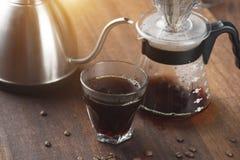 Καράφα καφέ και στάλαγμα καφέ στοκ εικόνες με δικαίωμα ελεύθερης χρήσης