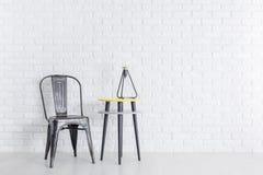 Καρέκλα μετάλλων στο δωμάτιο Στοκ φωτογραφία με δικαίωμα ελεύθερης χρήσης