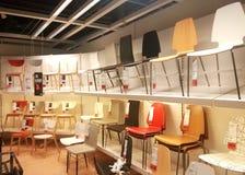 καρέκλες για την πώληση στην υπεραγορά Στοκ φωτογραφία με δικαίωμα ελεύθερης χρήσης