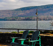 Καρέκλες Adirondacks στο Adirondacks Στοκ Εικόνες