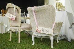 Καρέκλες DIY για τη νύφη και το νεόνυμφο Στοκ εικόνα με δικαίωμα ελεύθερης χρήσης