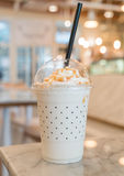 καραμέλα milkshake στον πίνακα Στοκ Φωτογραφία