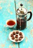 Καραμέλες σοκολάτας στο πιατάκι στοκ εικόνες με δικαίωμα ελεύθερης χρήσης