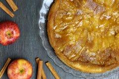 Καραμελοποιημένη πίτα κέικ της Apple ξινή Tartin φανταχτερή Στοκ φωτογραφία με δικαίωμα ελεύθερης χρήσης