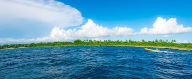 Καραϊβικός ήλιος στο μπλε ουρανό Στοκ φωτογραφίες με δικαίωμα ελεύθερης χρήσης