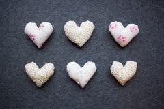 Καρδιά γκρίζα υπόβαθρα, καρδιά βαλεντίνων Στοκ εικόνες με δικαίωμα ελεύθερης χρήσης
