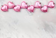 Καρδιά-διαμορφωμένες ροζ διακοσμήσεις Χριστουγέννων Στοκ εικόνα με δικαίωμα ελεύθερης χρήσης