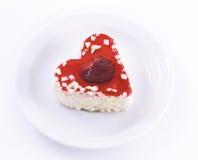 καρδιά κέικ που διαμορφών&ep Στοκ εικόνες με δικαίωμα ελεύθερης χρήσης